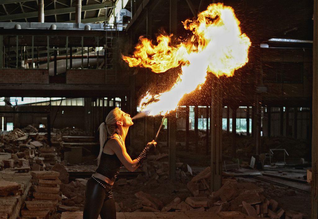 Flammenspucker und Feuerkünstler